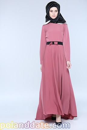 Tesettürlü elbiselerde eşarp kombineleri, tesettür elbise, Tesettür sade renk elbise
