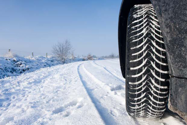 kış lastiklerinin önemi, yol güvenliği için kış lastiği kullanımı, kış lastiği neden kullanılmalı